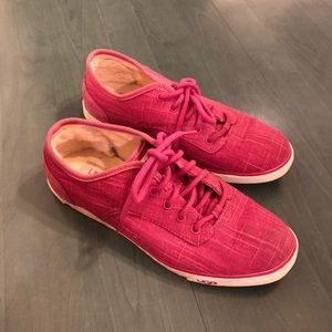 Ugg Australia hot pink tennis shoes. EUC 8
